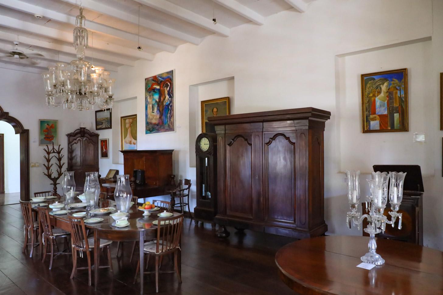 Een expositieruimte in het Curacaos Museum
