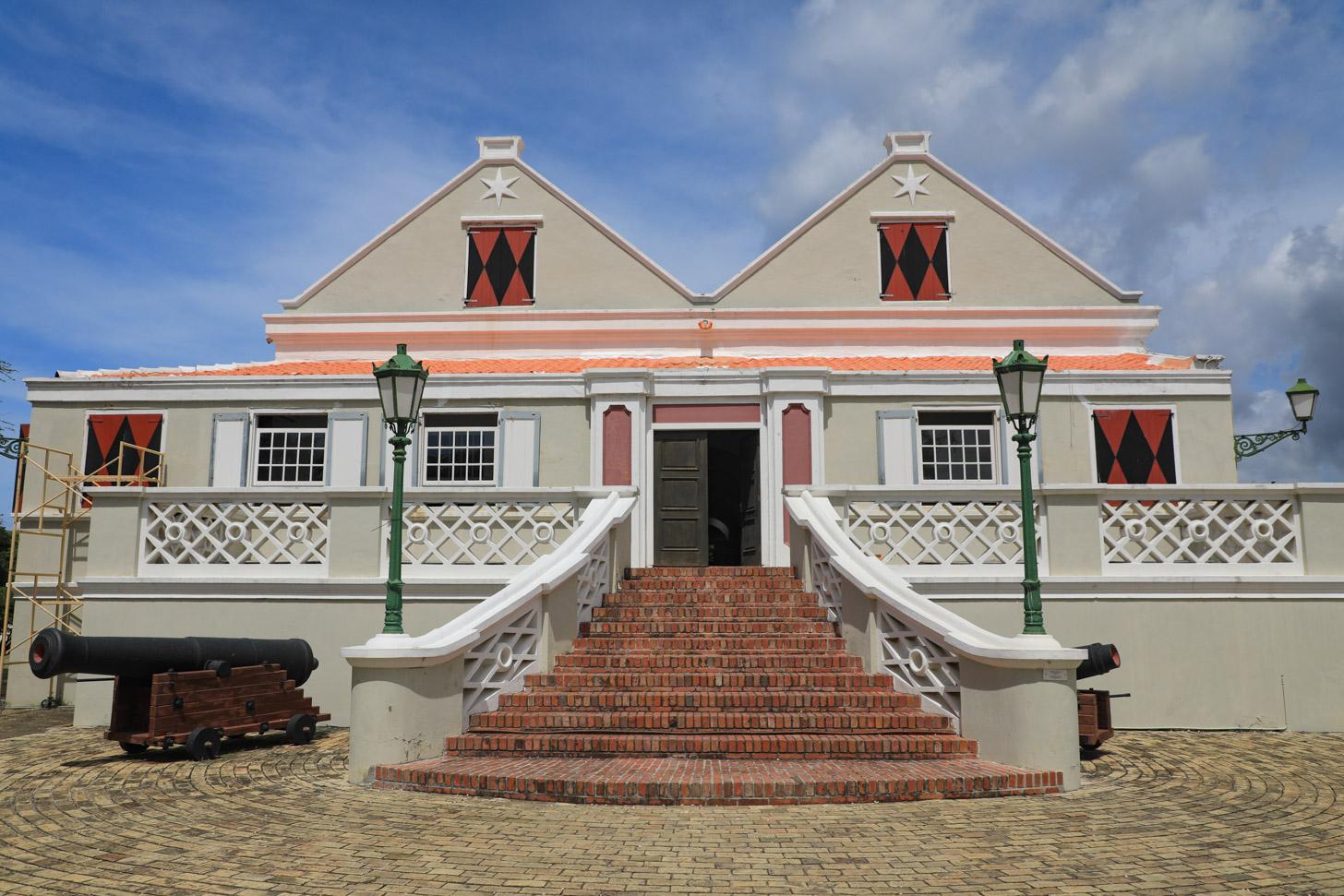 Buitenkant van het Curacaos Museum