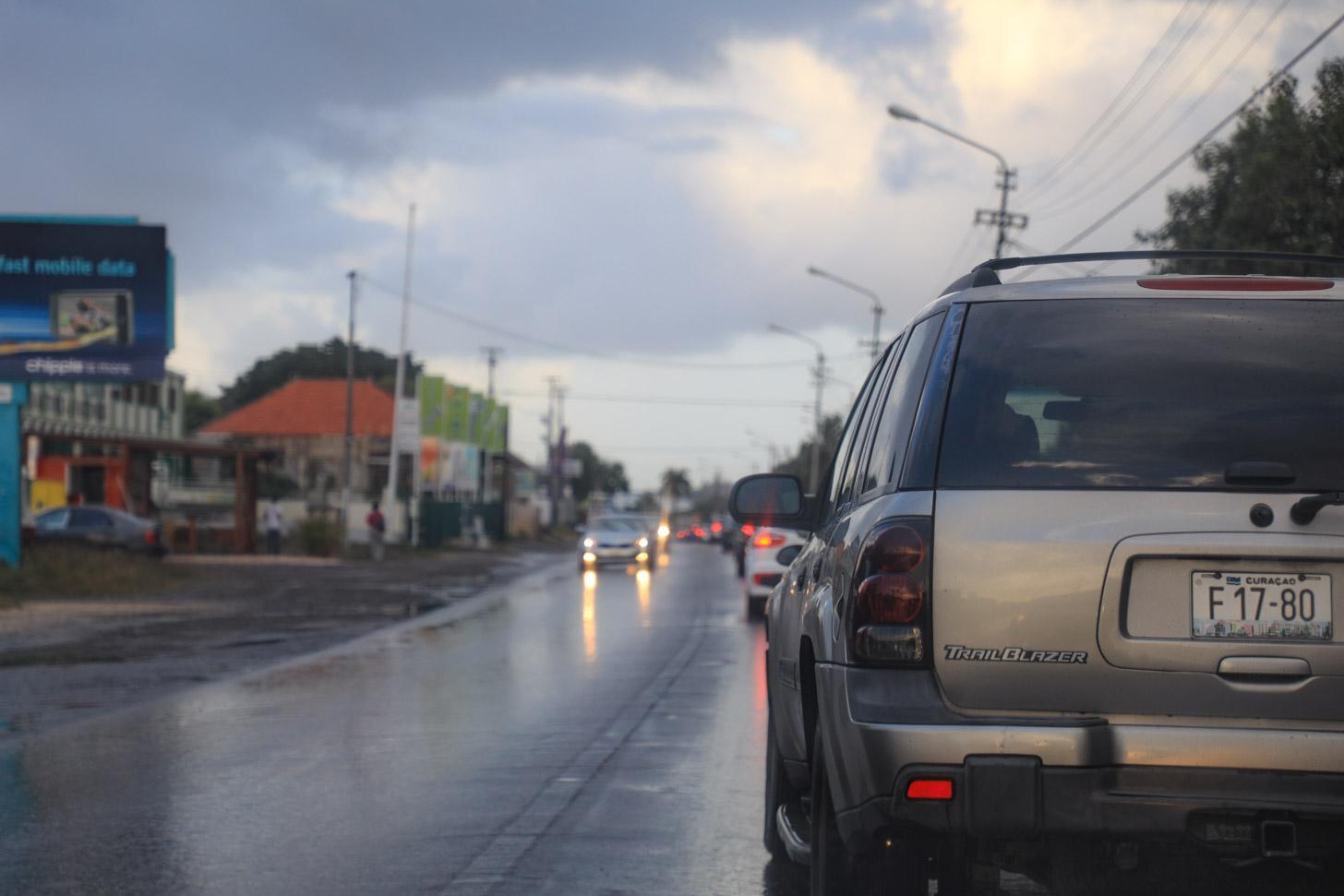 De file tussen de Caracasbaai en Willemstad