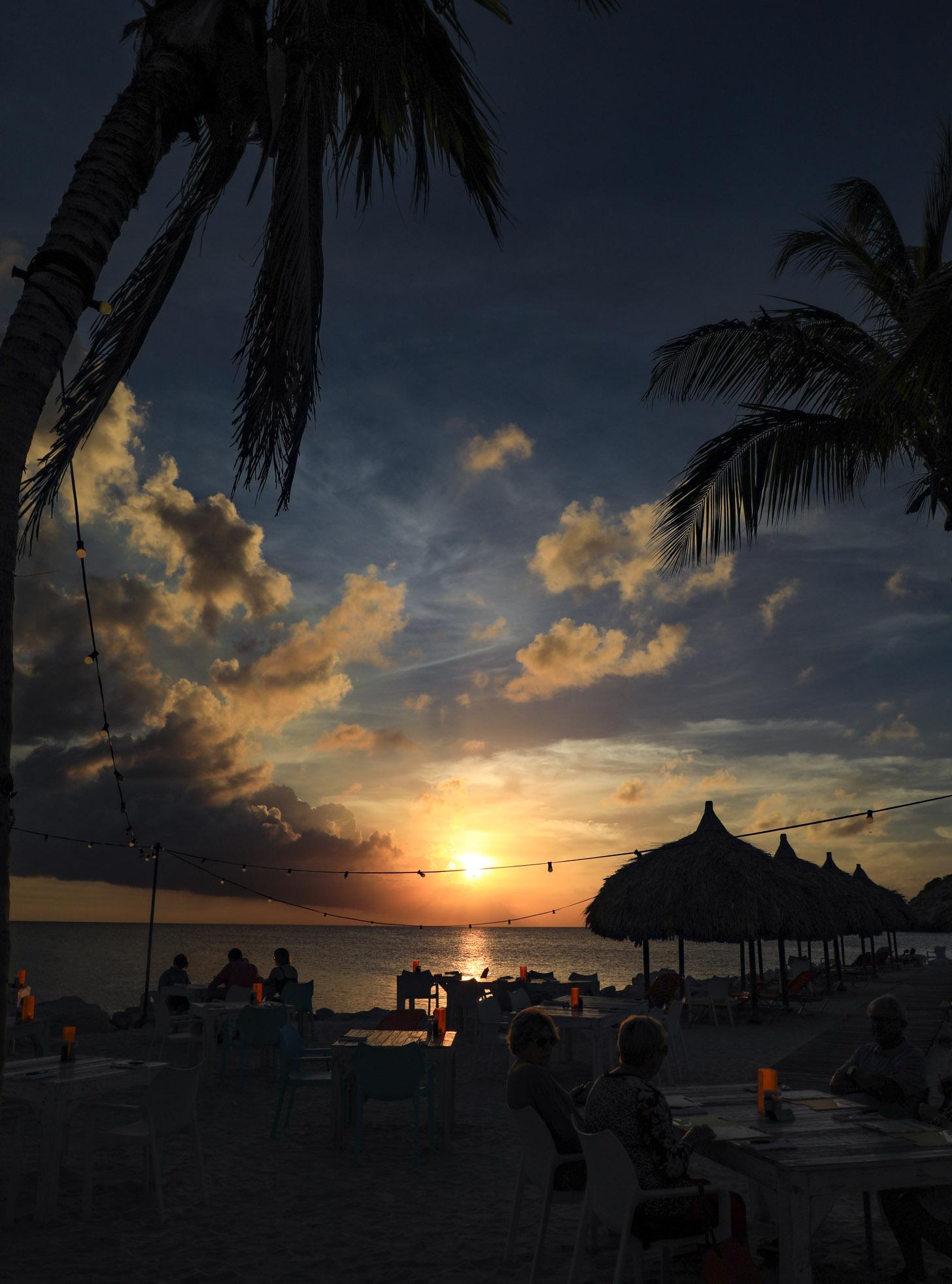 Lekker genieten van een drankje tijdens je vakantienop Curacao.